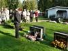 Kukat Kallen ja Elman haudalle