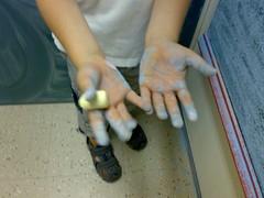 No kädet voi tulla hiukka likasiksi mutta wc on tossa ihan lähellä ja sinne voi mennä pesemään kädet.