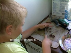 Aatu tekemässä omaa kakkua 1