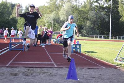 karhka urheilukoulu k-kentta 30.6-10 -090