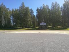 katsomo_ja_maki_joiden_takana_leirintaalue_pururadalla