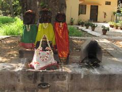 Pyhillä paikoilla.  On sacred places. Tiruvannaamalai 29.2.   kuva S.P.