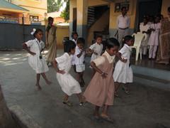 Pienet esittävät.  The smallest ones perform.  Tiruvannaamalai 2.3.