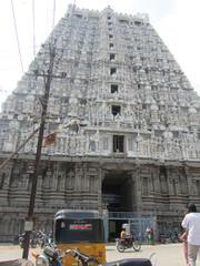 Taivaita kohti, päätemppeli .  Towards the heaven, the main temple.  Tiruvannaamalai 1.3.  Kuva S.P.