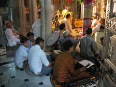 Jainatemppelissä,   Jaina Temple.   Mumbai 13.1.  Kuva S.P.