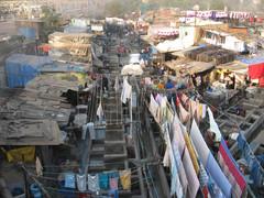 Pesula, jossa 5000 työntekijää.  Laundry with 5000 workers. Mumbai 13.1.  Kuva S.P.
