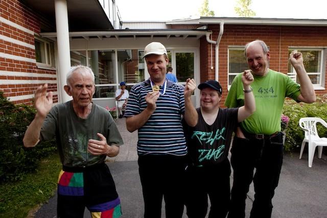 Voittajien on helppo hymyillä - vasemmalta Jussi Sotku, Petri Virtanen, Arttu Nyman ja Hannu Sotku.