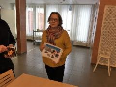 Kaupungin muistineuvoja Elisa Toropainen muistikerhossa 9.3.2017