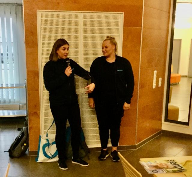 Kerhossa 24.10.2019 Coronariasta Essi Järvinen ja Linda Kukkohovi.
