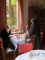 Ystävällisten nunnien palvelemina
