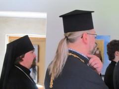 arkkimandriitta Sergei ja kirkkoherra Timo Tynkkynen 20-v.juhlakirjan julkaisutilaisuudessa 24.6.2011
