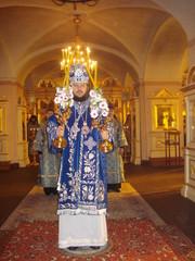 piispa_amvrosij_toimittaa_liturgiaa_dsc00172