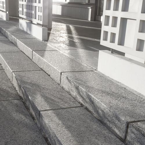graniittiportaat-poltettu-harmaa-ruoholahti