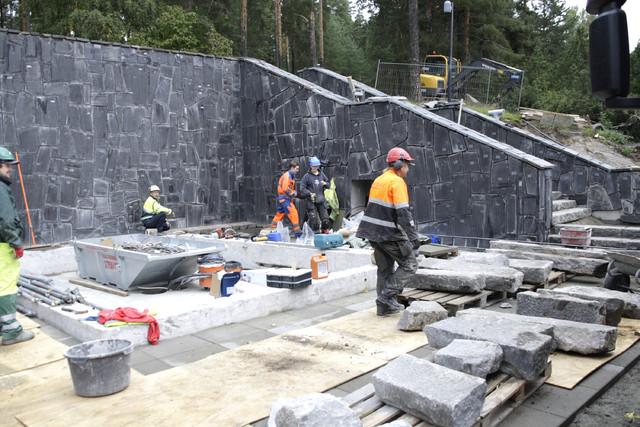 Jyväskylän keskustassa Harjulla sijaitsevat vuonna 1925 valmistuneet Neron portaat peruskorjattiin 2011 - portaat saivat aikanaan nimensä kaupungininsinöörin Oskar Neron mukaan