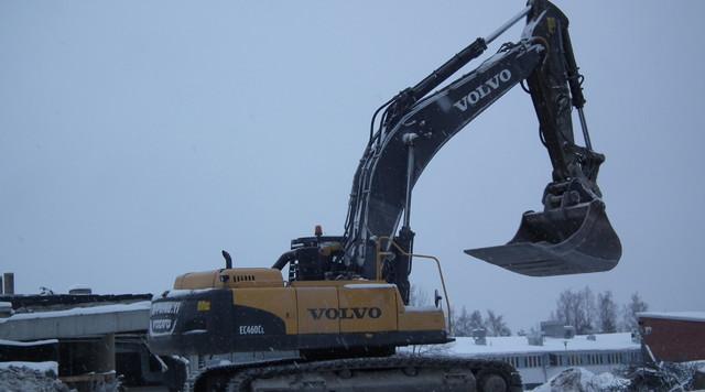 Volvo EC 460 kauhavarustuksella.
