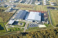 Hitachi Construction Machinery Europe (HCME) avasi vuonna 2002 Amsterdamin tehtaan, mistä valmistuu tela- ja pyöräalustaisia koneita Euroopan markkinoiden tarpeisiin. Tehdasalue levittäytyy 180 000 m2 tontille ja tuotantotilojen ala on 48 000 m2.