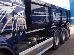 Power Truck Show 2013 torstai. osastopystytys