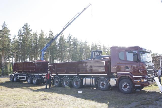 Kuljetuskapasiteettia maansiirtoon.Scania.