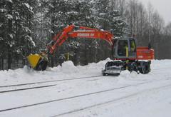 Lumitöitä Luikonlahdessa 2004