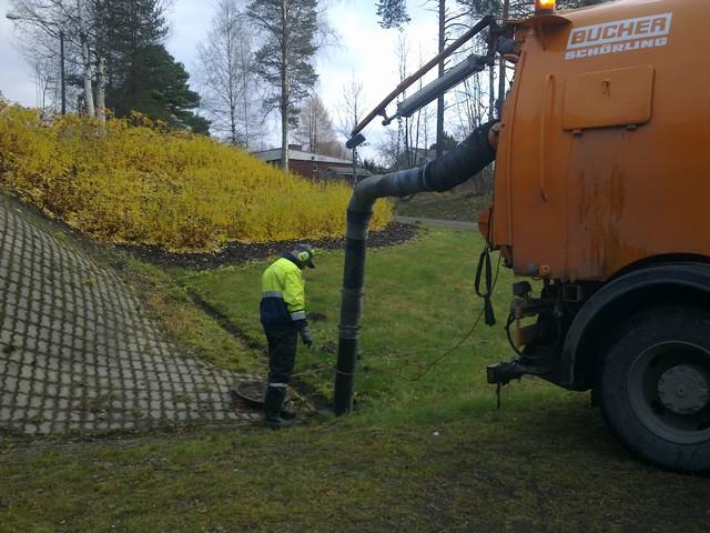kaivonpuhdistus2, Koneurakointi M Ikonen Oy