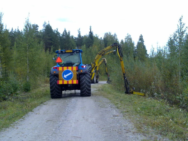 Tievarsien niitto, Koneurakointi M Ikonen Oy