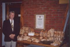 2003 Eino Korhosen tuohitöitä esittelyssä Partaharjun kesäjuhlilla