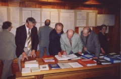 2003 Sukututkimuksiin tutustumista kesäjuhlilla Partaharjulla