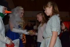 Talven Prinsessa jakoi lahjat.