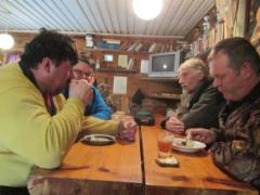 Esa, Jarmo, Reino ja Raimo ruokailemassa