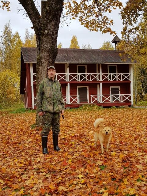 Timo Hokkanen ja Siiwekkään Sisu. Koirasta tuli KV