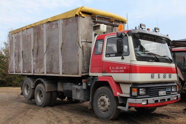 Kuorma-auto hakkeen kuljetukseen ym