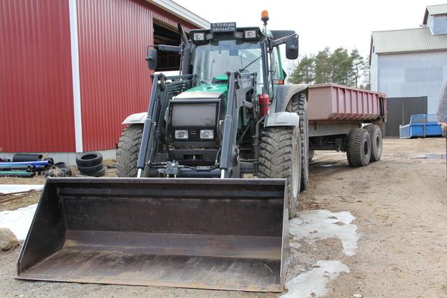 Etukuormaaja traktori