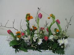 Keväinen kukka-asetelma 2