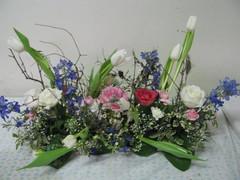 Keväinen kukka-asetelma 6