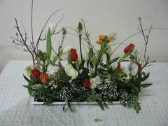 Keväinen kukka-asetelma 1