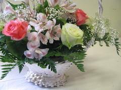 Romanttinen kukkakori äidille 3