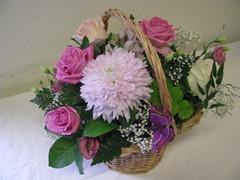 Romanttinen kukkakori äidille 4