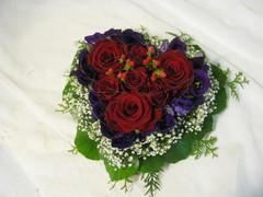 Ruusuja, kuismanmarjaa, eustomaa, harsokukkaa