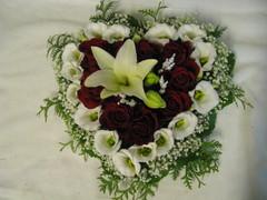 Liljaa, ruusuja, eustomaa, harsokukkaa