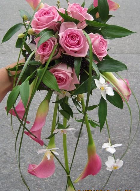 Aqua ruusu ja pinkki calla