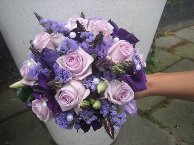 morsiuskimppu lilat sävyt