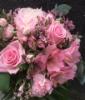 Kimppu pinkin ja vaaleanpunaisen sävyissä