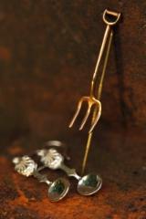 Lusikka-korvikset ja talikko-kaulusneula
