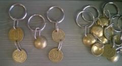 Avaimenperiä vanhoista penneistä