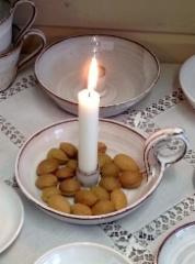 Syvä kynttilänjalka mahdollistaa monenlaiset koristeet