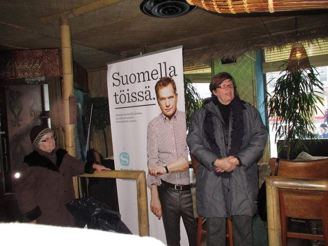 Sirkka-Liisa Anttila vieraili 1.2. kahvilassa