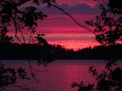 Auringonlasku värjäsi maiseman pinkiksi