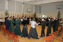 Purpuriesitys Suomelan koululla.