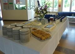 Juhlan kunniaksi Lavia-Seura tarjosi täytekakkukahvit.