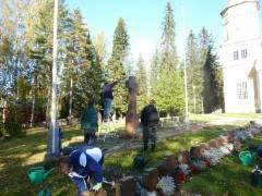 Sankarihautojen puhdistus saatiin pääökseen 30.9.